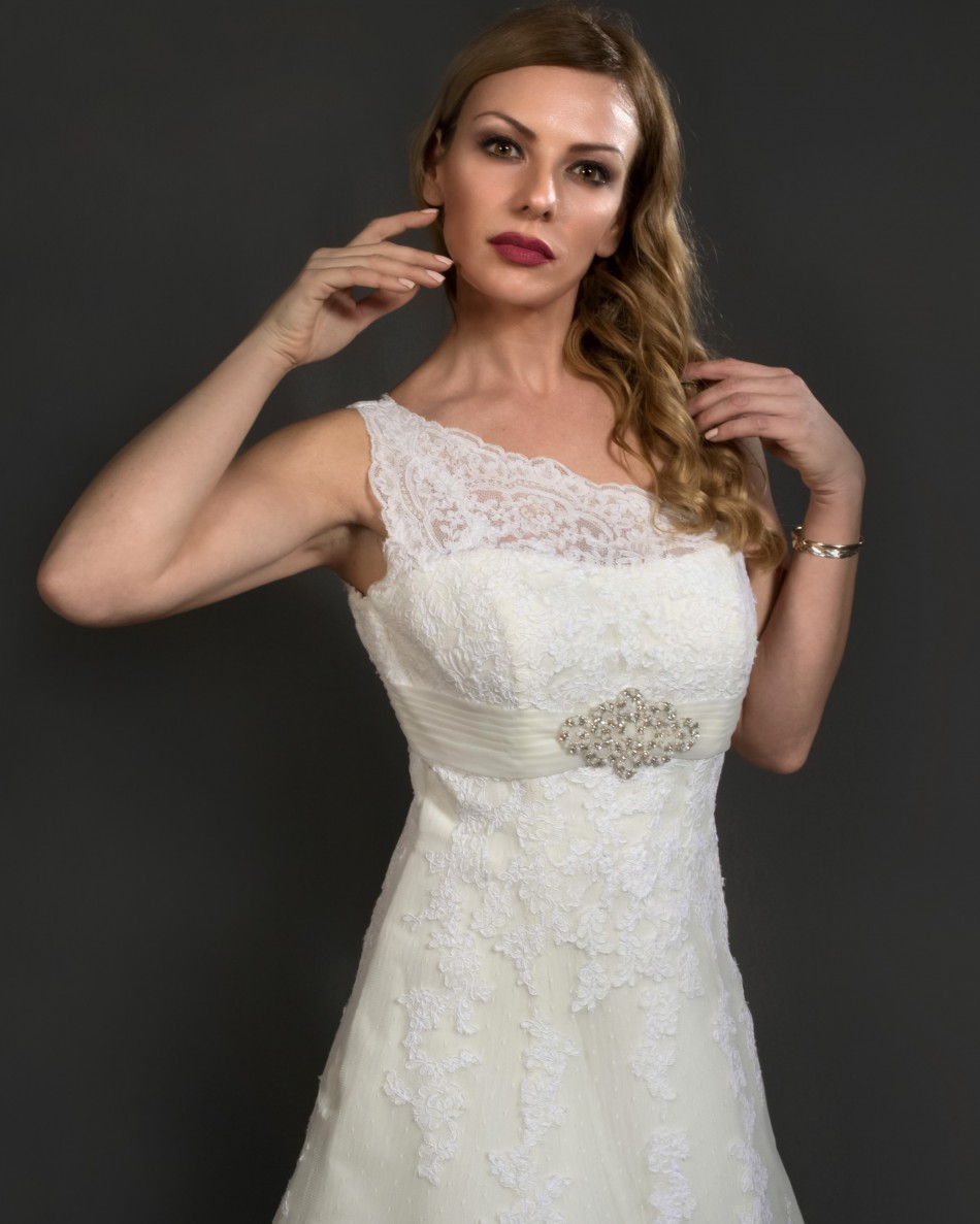 ELINNA, by San Patrick Fashion group Pronovias.
