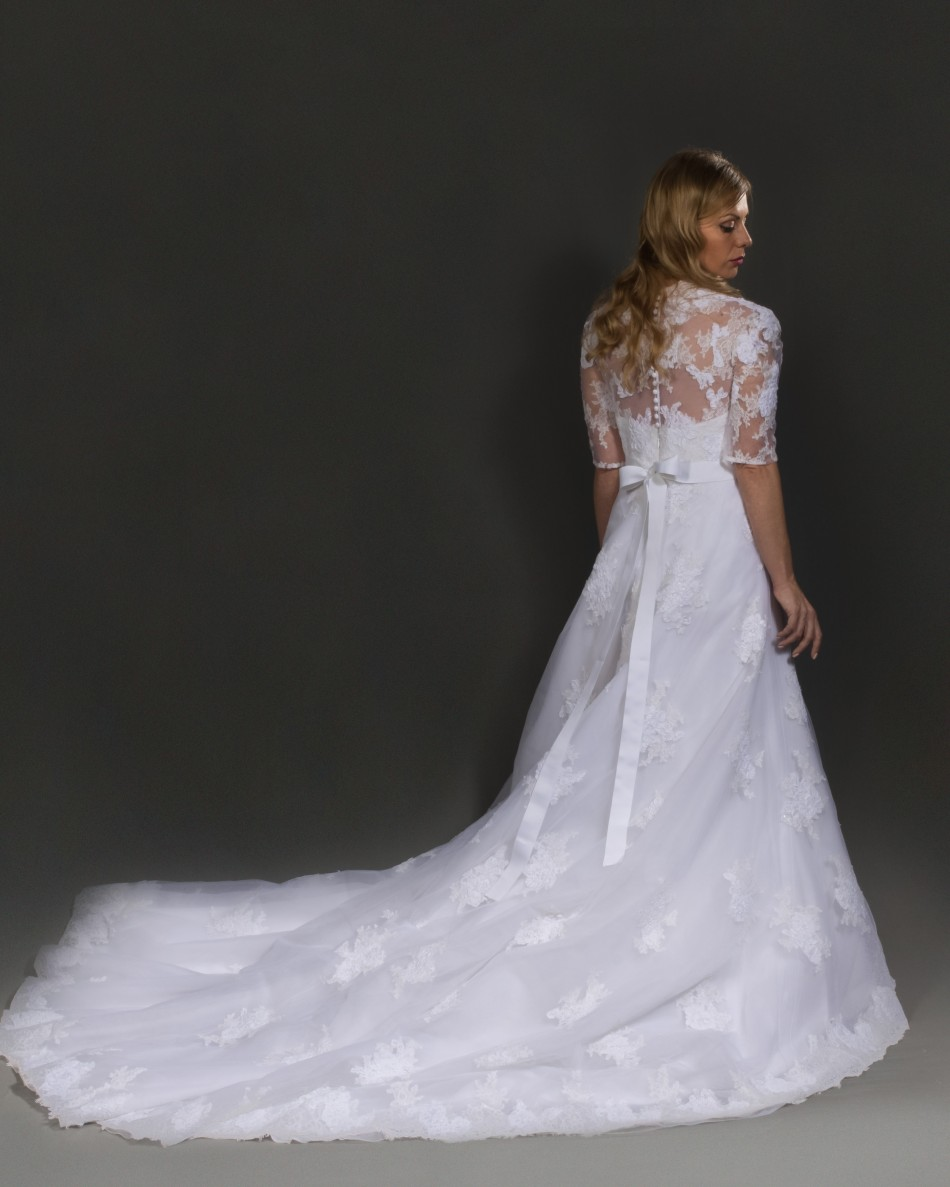 DONA, by San Patrick Fashion group Pronovias.
